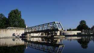 Bassin clarificateur à la station d'épuration de Villiers Saint Frédéric